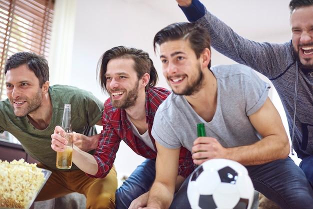 Grandes emociones al ver el partido de fútbol
