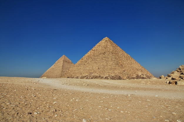 Grandes pirámides del antiguo egipto en giza, el cairo