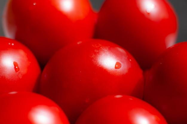Granja de agricultura de tomates de verano llena de verduras orgánicas se puede utilizar como fondo.