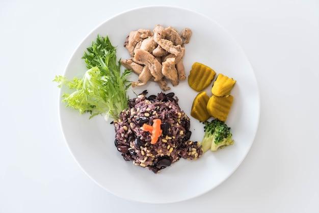 Grano con baya de arroz y cerdo asado