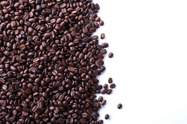 Granos de café aislados