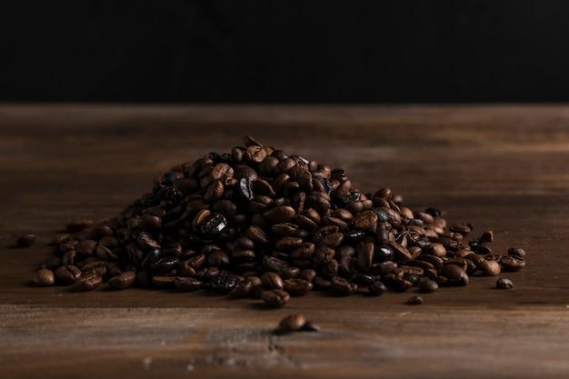 Granos de café esparcidos