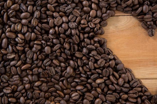 Granos de café formando forma