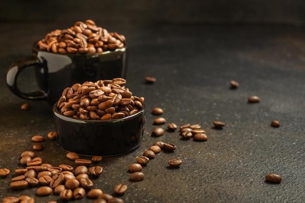 Granos de café (grano bueno y malo) - mezcla de arábica y robusta (grano de café tostado).
