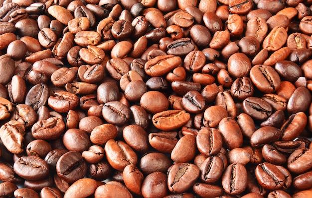 Granos de café tostados y fragantes, vista superior, fondo de granos de café