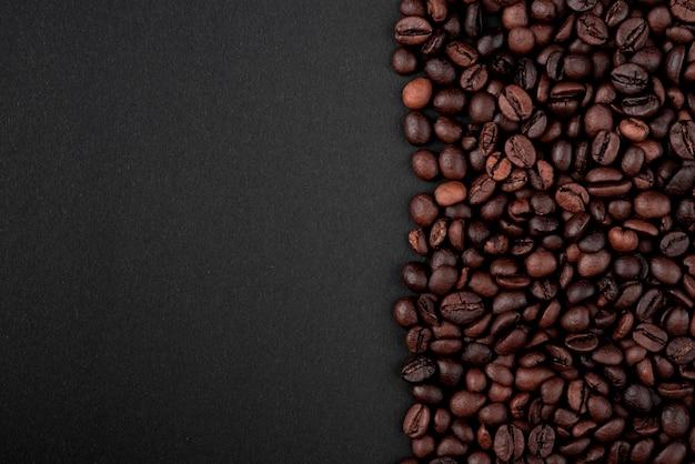 Granos de café tostados en primer plano