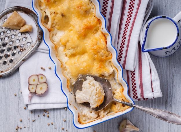 Gratinado de coliflor, patatas y queso.