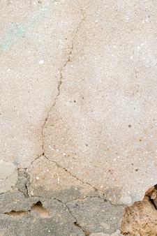 Grieta en la pared de cemento