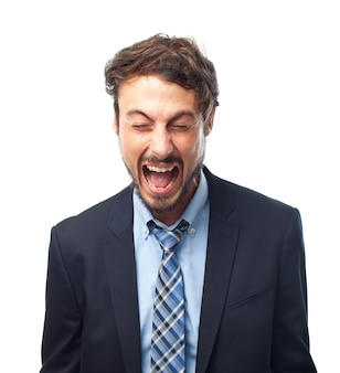 Gritar hombre enojado expresión negativa