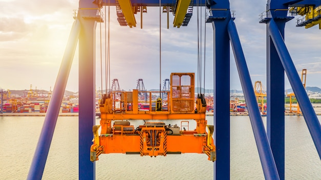Grúa portacontenedores, grúa de carga harbour para el envío de equipos portuarios de cajas de contenedores.