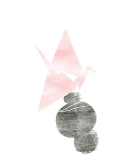 Grulla de origami rosa sobre piedras inestables pyramide mindfulness concepto elicar colores pastel