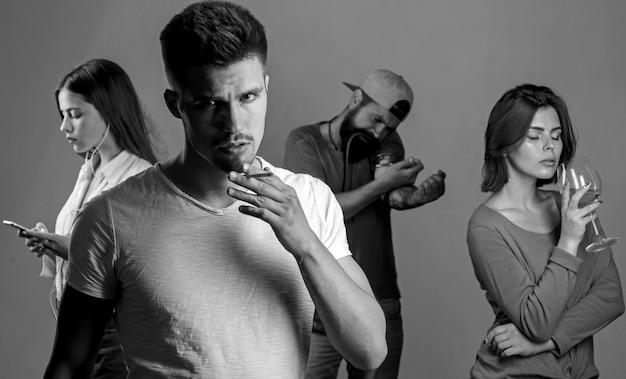 Grupo adictivo que incluye cigarrillos y drogas con alcohol