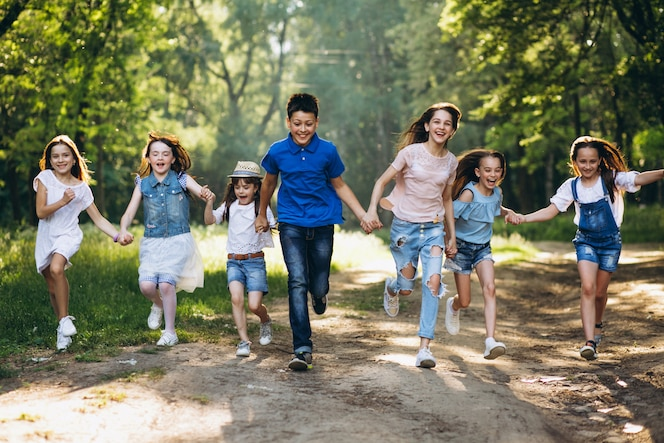 Grupo de niños en el parque