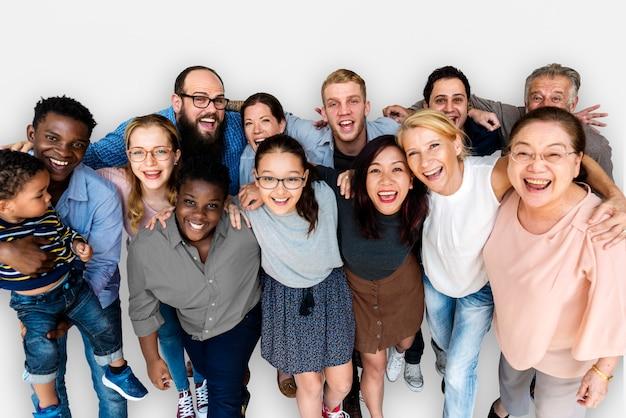 Grupo diverso de personas juntas, retrato de estudio