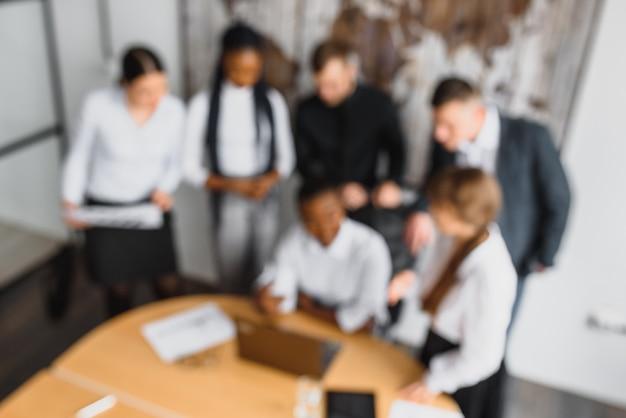 Grupo de empresarios en la oficina
