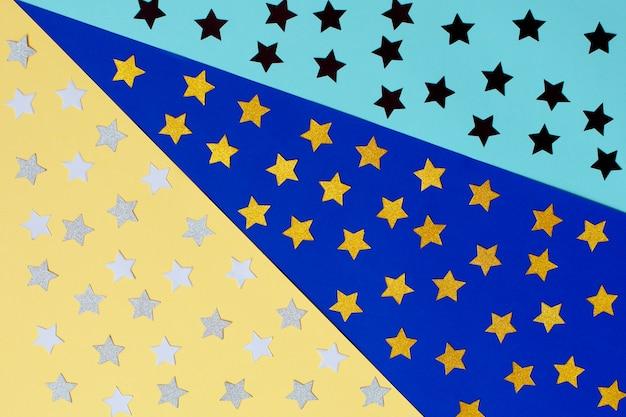 Grupo de estrellas de colores