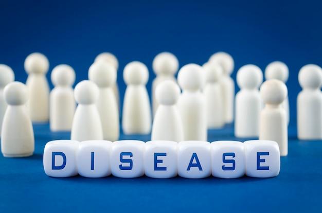 Grupo de figurillas de madera que representan a la sociedad humana en la imagen conceptual del tratamiento de la enfermedad pandémica.