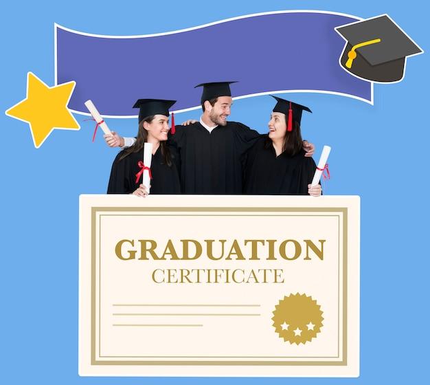 Grupo de graduados en toga y birrete con certificado de graduación.