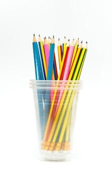 Grupo de lápices en blanco