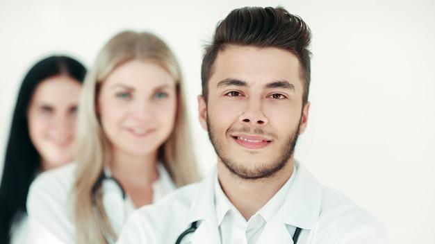 Grupo de médicos parados juntos