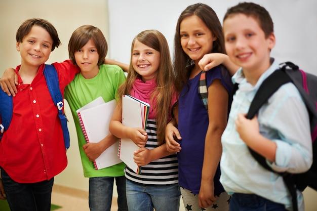Grupo de mejores amigos de la escuela
