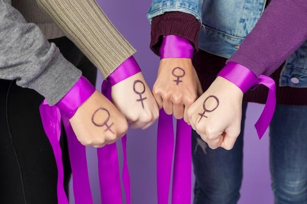 Grupo de mujeres activistas juntas