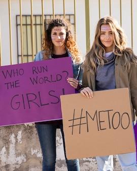 Grupo de mujeres que luchan por la igualdad de derechos