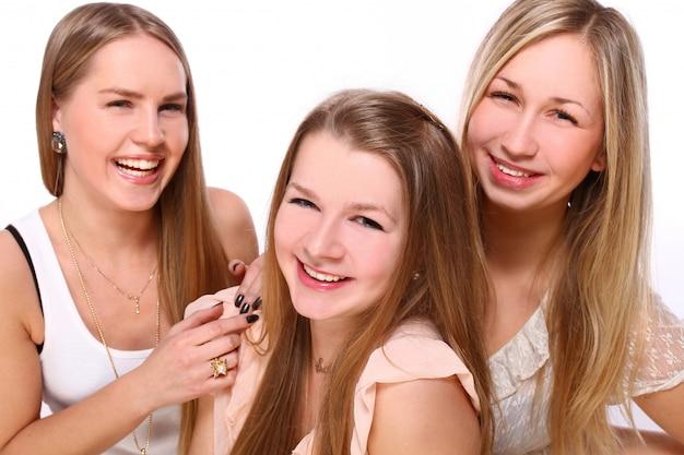 Grupo de novias jovenes