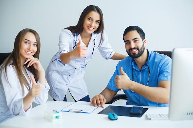 Grupo de personal médico en el hospital