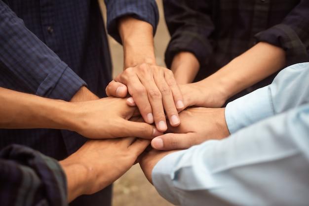 Grupo de personas colaboración para el éxito