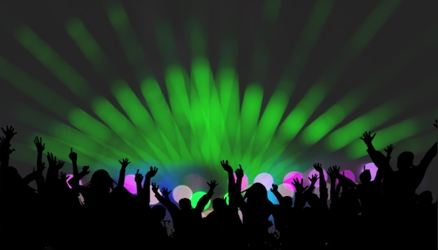 Grupo de personas disfrutando de concierto saliendo bailando