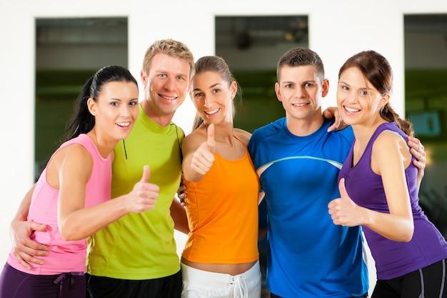 Grupo de personas, en, gimnasio