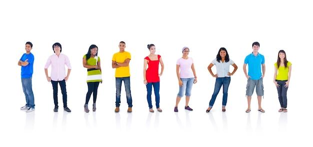 Grupo de personas de pie