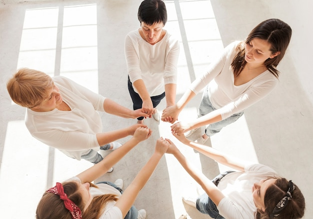 Grupo de unión de mujeres alta vista