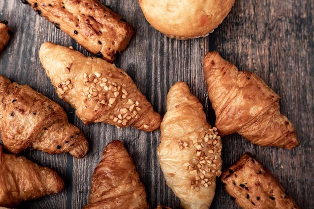 Grupos de croissant y pan
