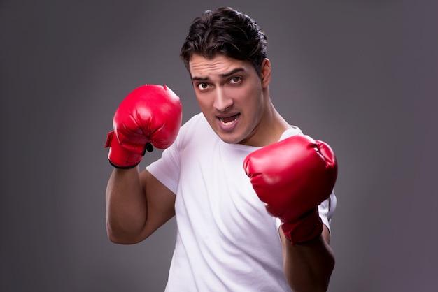 Guapo boxeador en el boxeo