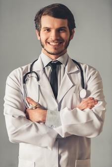 Guapo, joven, doctor