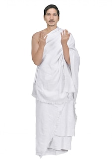 Guapo musulmán asiático con tela ihram