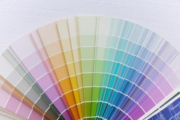 Guía de rueda de carta de colores.