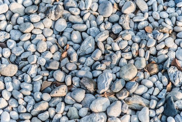 Guijarros y rocas en la tierra