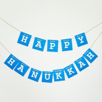 Guirnalda feliz de hanukkah en la pared