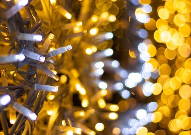 Guirnalda con luces led y bokeh.