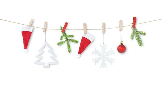 Guirnalda de navidad aislado sobre fondo blanco.