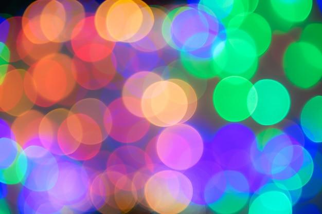 Guirnalda de navidad borrosa. bokeh abstracto y colorido
