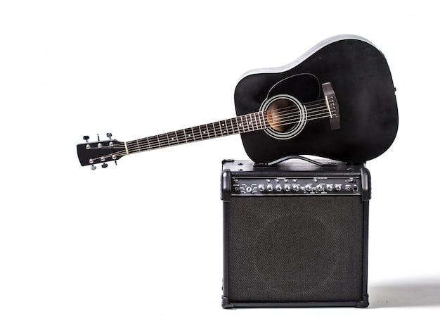 Guitarra acustica negra
