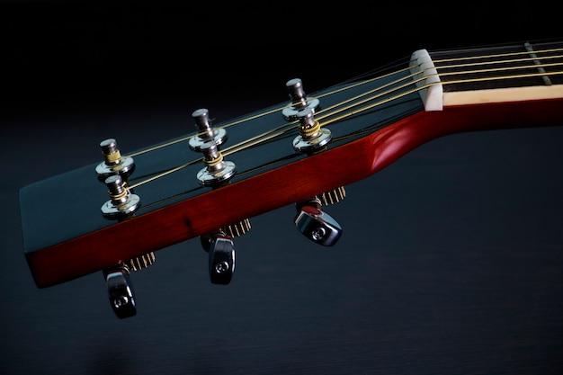 Guitarra en negro