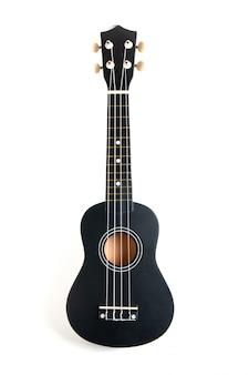 Guitarra ukelele negra sobre blanco