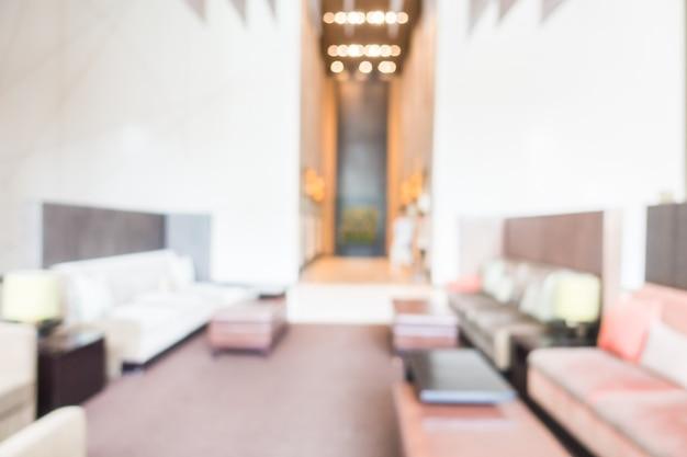 Habitación desenfocada con sofás cómodos