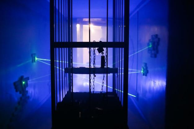 Habitación oscura miedo misión luz efectos humo