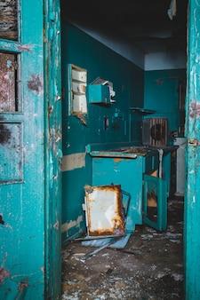 Habitación pintada de azul